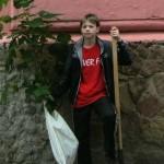 Ученики Черновицкой ООШ высадили каштан возле своей школы