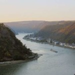 Река или стена: пользователи Интернета неистовствуют через новую оптическую иллюзию